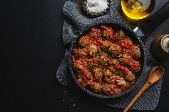 Roasted meatballs with tomato sauce