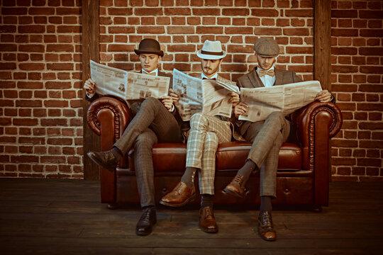 intelligent men read