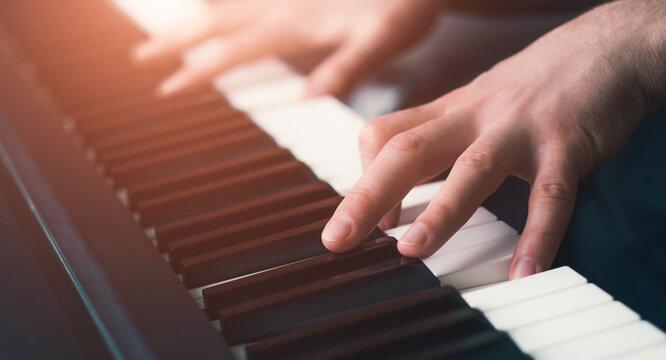 cLose up man playing piano