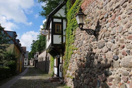 Stadtmauer mit Wiekhäusern in Neubrandenburg