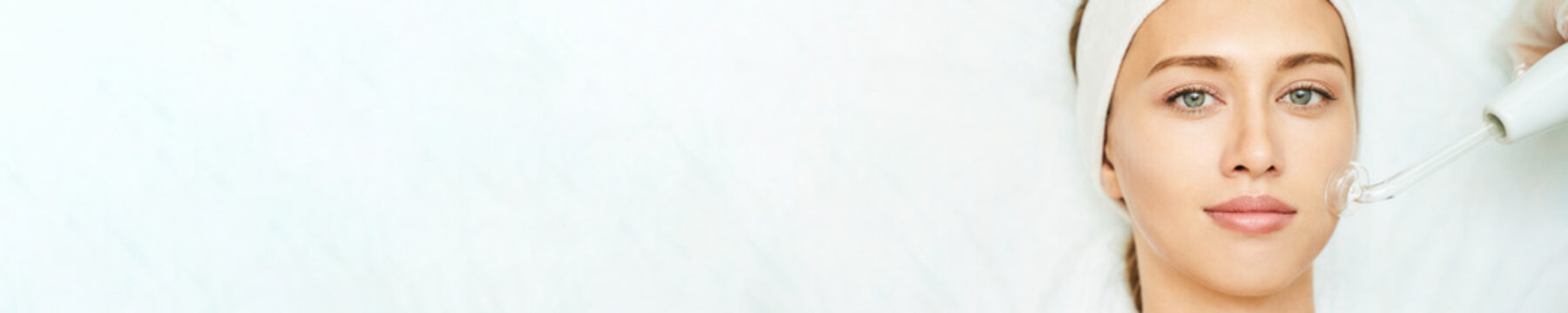 Darsonval cosmetology apparatus. Face clean procedure. Salon treatment. Professional dermatology hardware. Electric equipment. Medicine device. Removal acne. Dermatology. Detox therapy. Rejuvenation