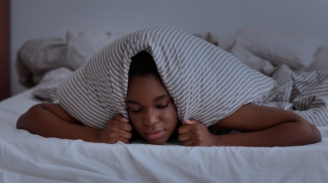 Neighbors interfere to sleep, noise, nightmares, problems and bad thoughts