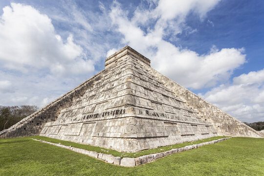 Mexico, Yucatan Peninsula, Chichen Itza, Kukulcan pyramid