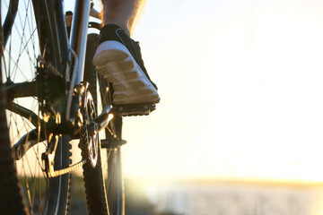 Fototapeta Male cyclist riding bicycle outdoors, closeup obraz