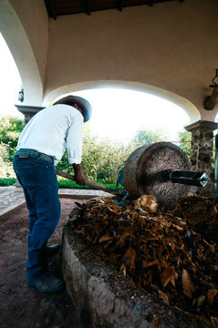 Agave distillation process for tequila production