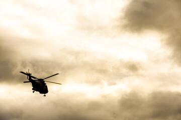 armée militaire arme soldat defense helicoptere ciel vol