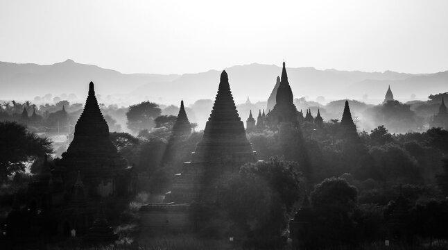 Atardecer en Bagan, Myanmar.