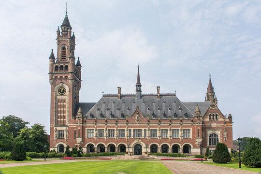 """Gebäude vom """"Internationalen Gerichtshof"""" in Den Haag."""