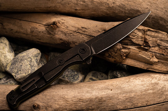 The reverse side of the pocket knife. Penknife with clip for carryng.