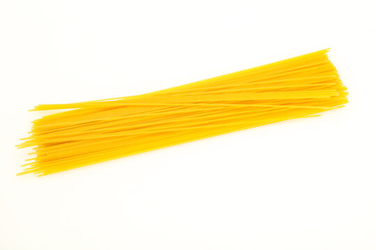 Dry raw spaghetti for bowling