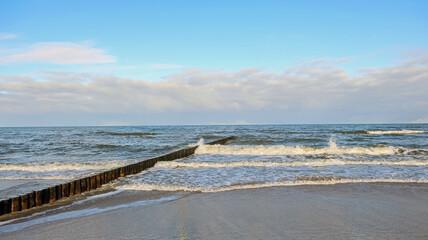 Kołobrzeg. Park wschodni nad brzegiem Bałtyku.