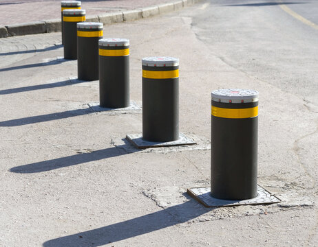 Retractable Electric Bollard Metallic, and hydraulic for the con