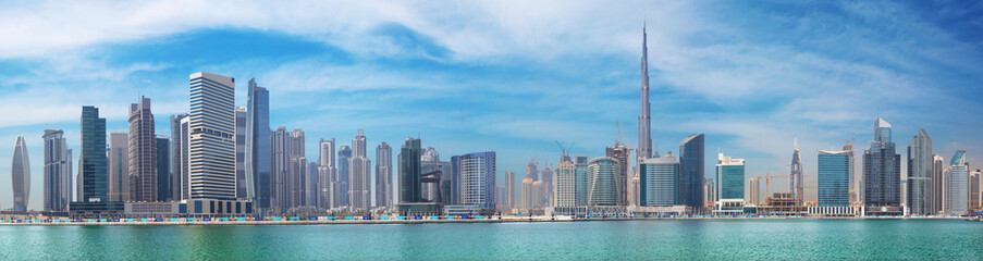 Fototapeta DUBAI, UAE - MARCH 29, 2017: The panorama with the new Canal and skyscrapers of Downtown.