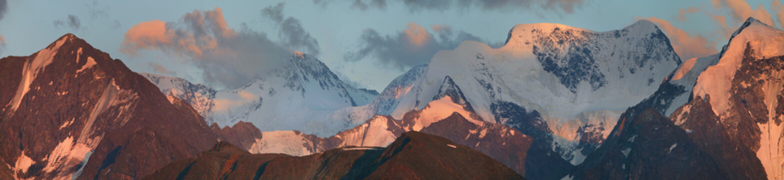 Panoramic view of the mountain range at sunset