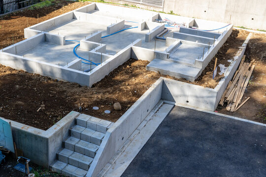 建築中の住宅の基礎工事