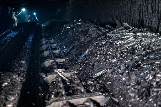 Coal mine scraper conveyor shearer.