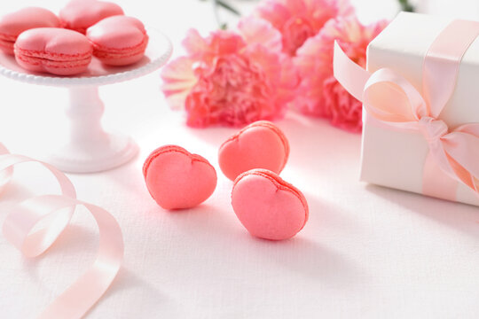 ピンクのハート型マカロン カーネーション プレゼント