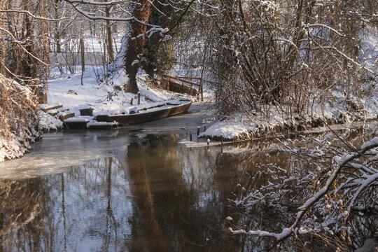Winter im Spreewald; Kanal in Burg Kolonie