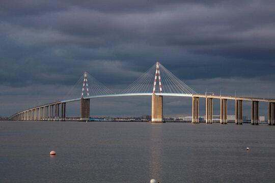 Le célèbre pont Saint-Nazaire au-dessus de la Loire Atlantique, France