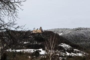 Blick auf die 1137 erstmals erwähnte und 360 m hoch gelegene Burgruine Greifenstein in Bad...