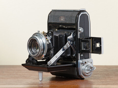Zeiss Ikon Ikonta A model 521 vintage camera of the 1950s photographed in Ottawa in February 2021