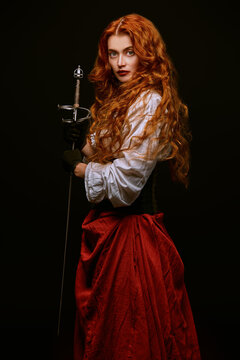 lady with with battle epee