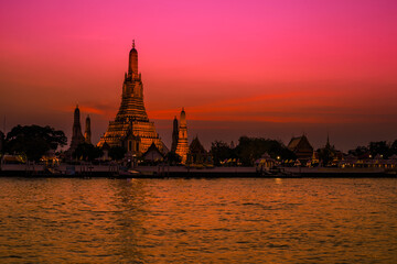 Blurred abstract background of the pagoda scenery of Wat Arun on the Chao Phraya River in Bangkok of Thailand, the silhouette, the light hitting the sculpture, has a kind of artistic beauty
