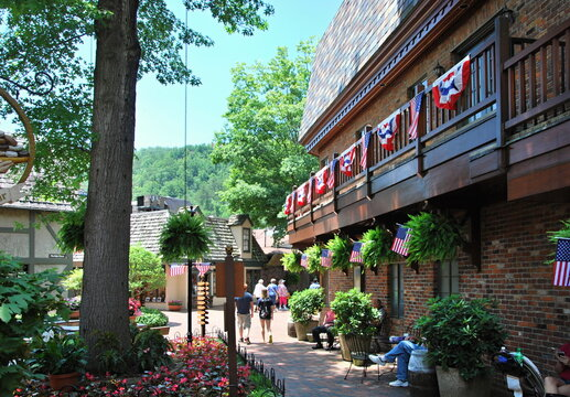 Die Stadt Gatlinburg in den Great Smoky Mountains, Tennessee