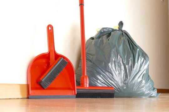 Haushaltsauflösungen und Entrümpelungen besenrein Müllsack Reinigung Reinigungskraft