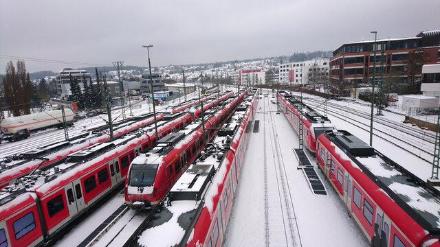 Abgestellte Züge