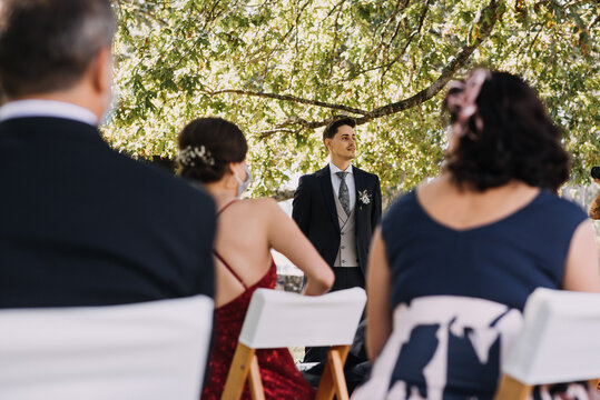 Husband waiting for the bride at the beginning of the wedding