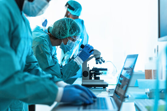 Medical workers doing analysis in laboratory during corona virus outbreak - Science and healthcare concept