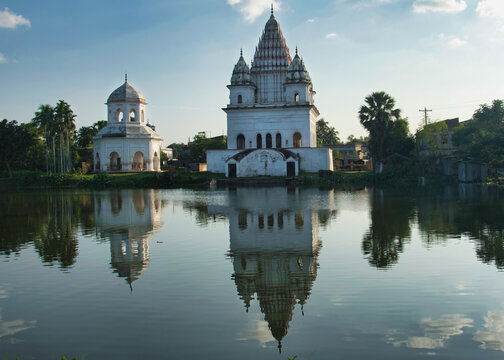 Shiva temple in Puthia is the largest temple dedicated to Shiva in the entire Bangladesh