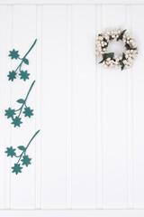 Obraz Blat biały drewniany i ozdoby roślinne - fototapety do salonu