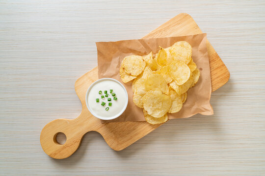 potato chips with sour cream