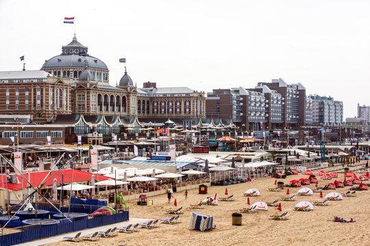 Kurhaus und Casino am Strand von Scheveningen.