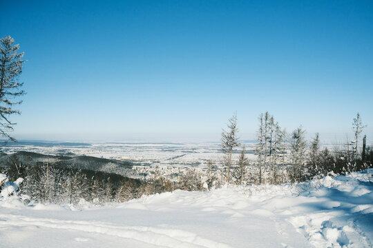 Winterlandschaft über Wernigerode im Harz