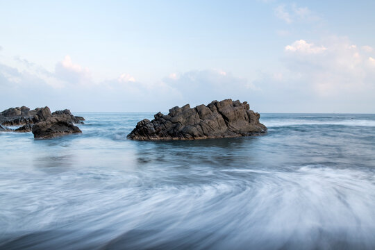 Ocean rock with white wave