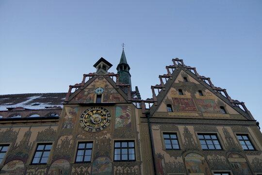 Rathaus Ulm mit Uhr