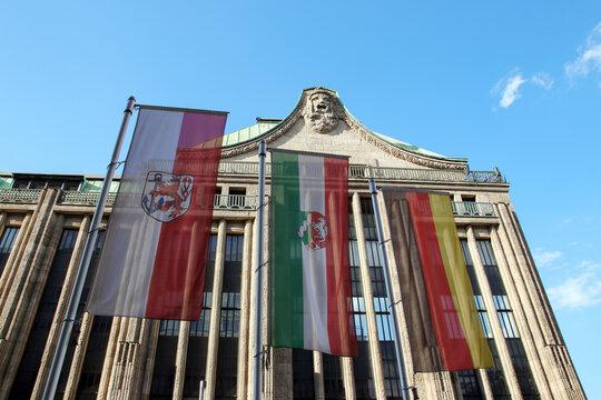 flaggen von düsseldorf, nrw und deutschland