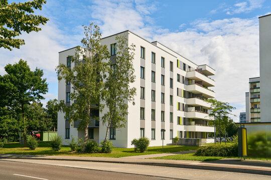 Wohnsiedlung mit Mehrfamilienhäusern in der Stadt