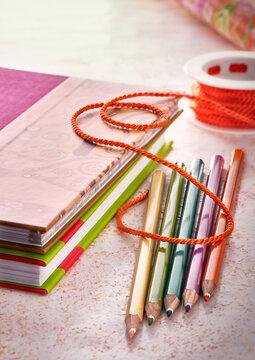Notizbücher mit Stiften