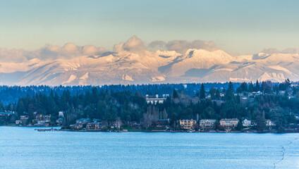 Fototapeta Bellevue Shoreline And Mountains 2