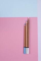 Fototapeta Kredki pastele suche na arkuszach pastelowych obraz