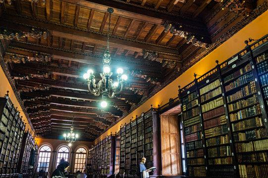 Biblioteca del Convento Santo Domingo, Lima - Perú