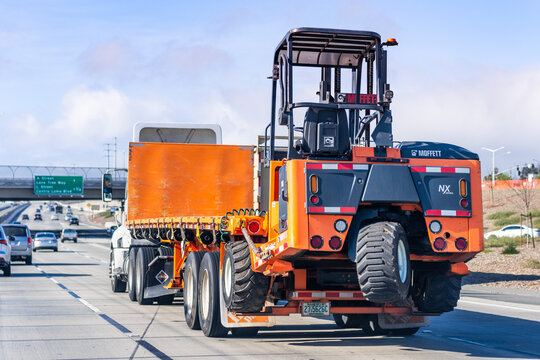Jan 5, 2021 Antioch / CA / USA - Truck carrying a MOFFETT M8 NX forklift on the freeway