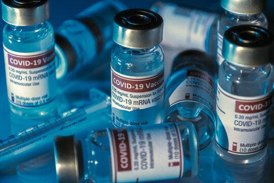 印象的なCOVID-19ワクチンのイメージ