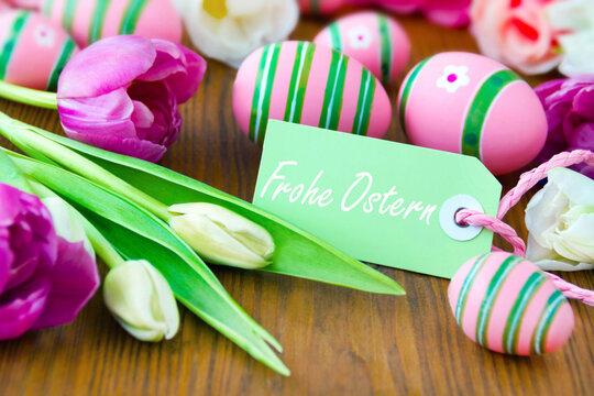 Frohe Ostern mit Label und Ostereiern