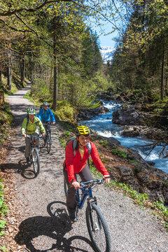 Ausflug mit dem Rad in den frühlingshaften Allgäuer Alpen