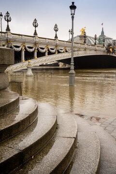 Paris Monument 1054